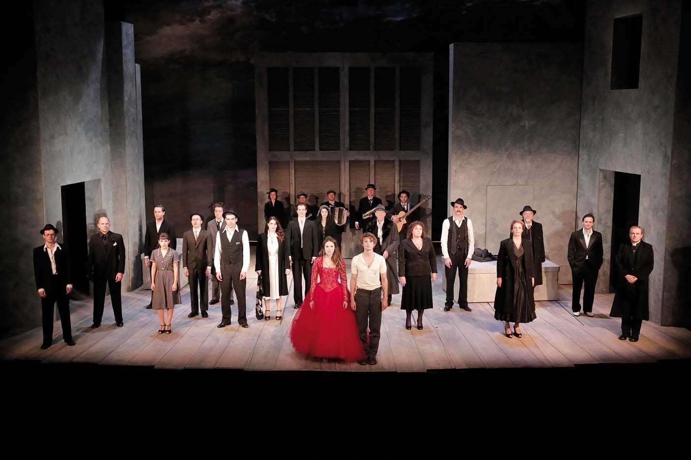"""""""Roméo et Juliette"""" : Shakespeare au théâtre de la Porte Saint-Martin"""
