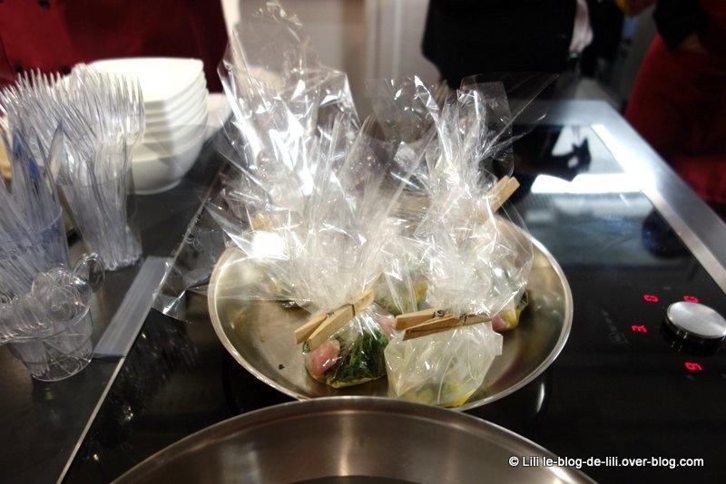 Préparation de l'oeuf cocotte au jambon ibérique et sésame, savora en émulsion