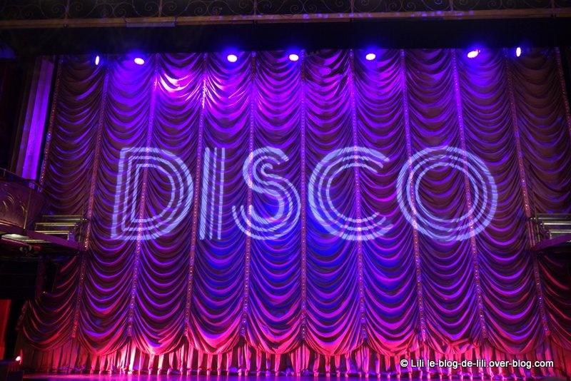 Disco, le spectacle musical : bonne humeur et boules à facettes