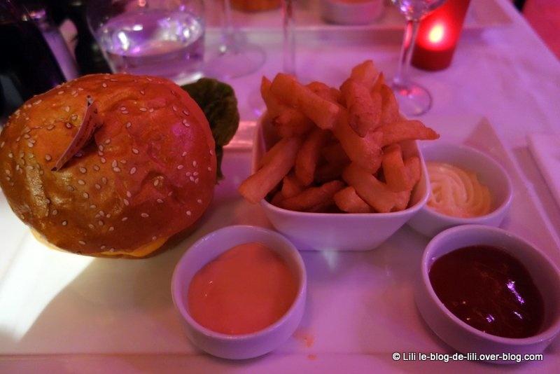 Le Georges V : un burger correct mais pas digne d'un roi