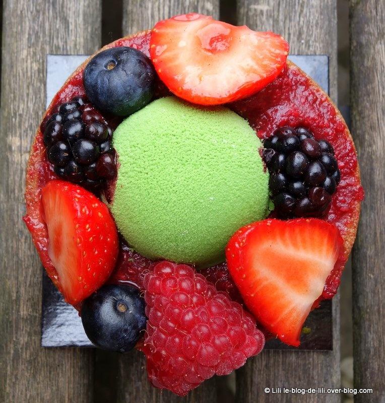 La pâtisserie Cyril Lignac : l'équinoxe et la tartelette pistache-fruits rouges