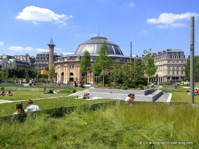 Promenades parisiennes : les Halles, le pont des Arts, Montparnasse, etc.