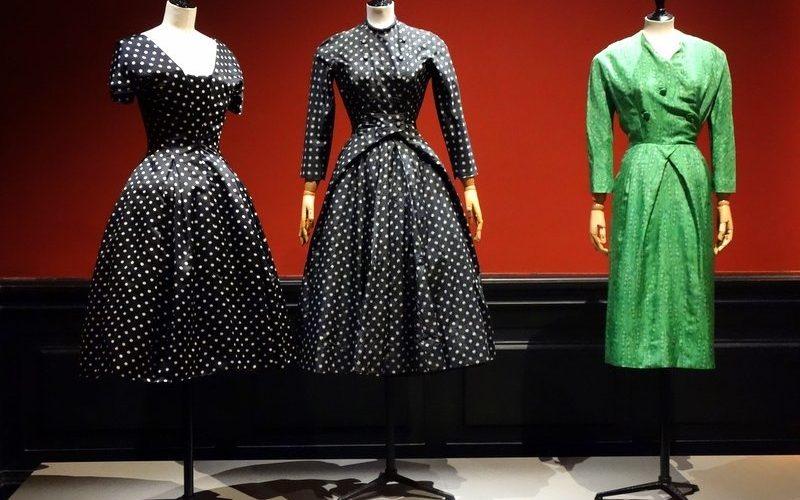 395815a98ac6d Dès les premières images que j ai vues de l expo « Les années 50, la mode  en France, 1947-1957 » au Palais Galliera, le musée de la mode, j ai eu  envie ...