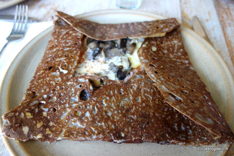 Un déjeuner galettes-crêpes au Breizh café de Cancale