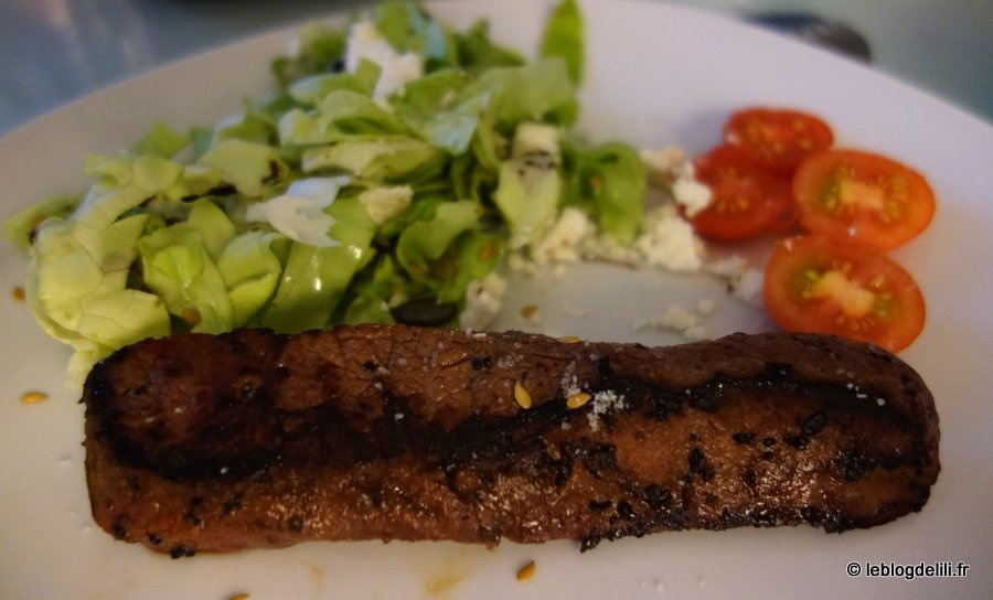 La viande de bœuf de la gamme Charal barbecue passée au grill