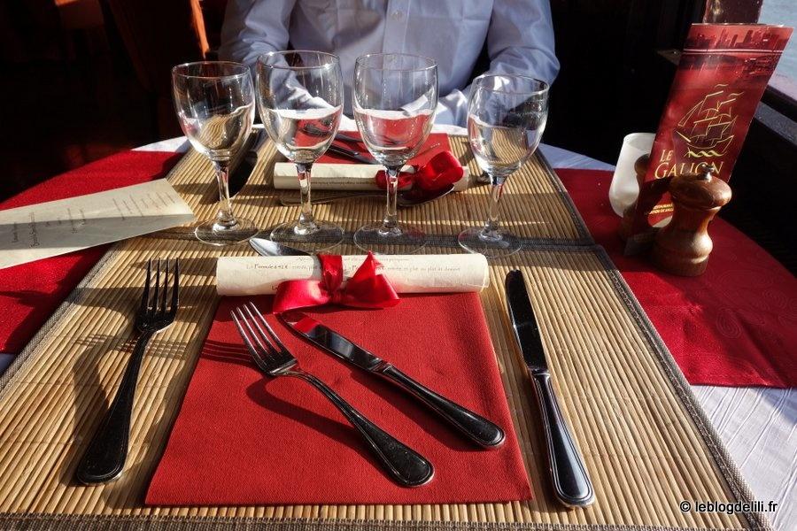 Un dîner à bord du Galion : délices dans l'assiette et soleil couchant sur la Seine