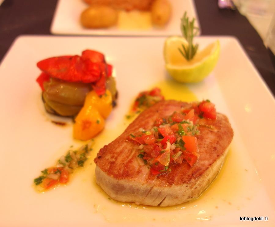 Un déjeuner à l'atelier Renault Café, sur les Champs-Élysées