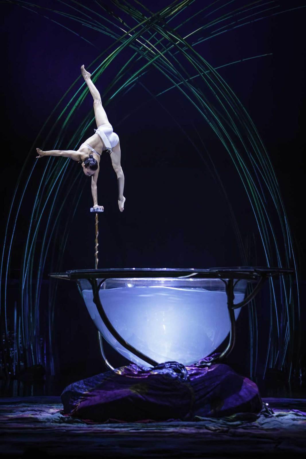 """""""Amaluna"""", le spectacle du cirque du soleil, est présenté à Paris"""