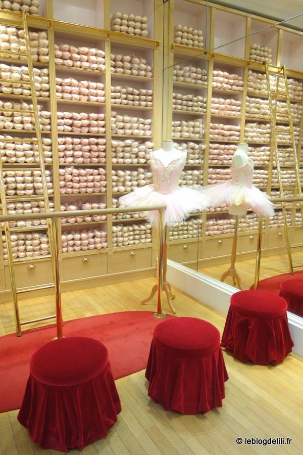 À la boutique Repetto, rue de la Paix, sur les pas des petits rats de l'Opéra