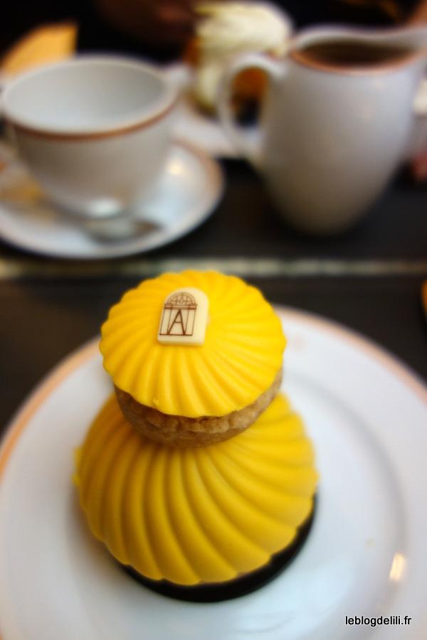 Un goûter réconfortant au salon de thé Angelina
