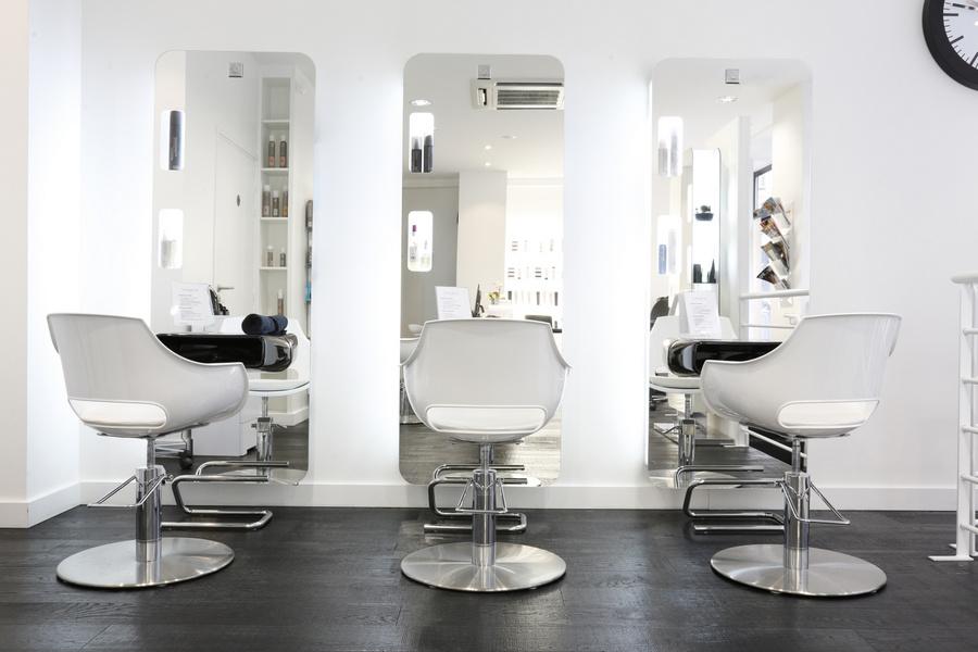 Un coiffeur pour ma couleur au salon Faretra Paris®