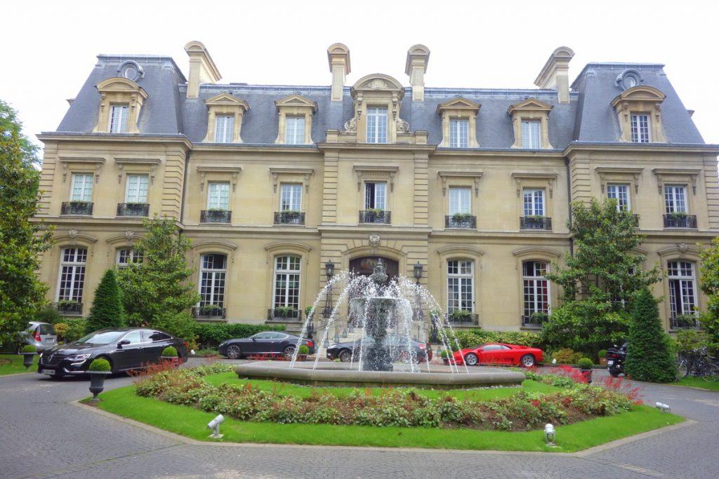 La façade du Relais & châteaux Saint James Paris