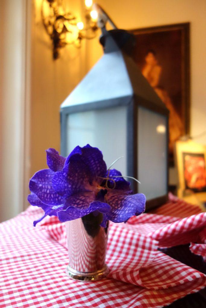 Guinguette chic au Relais & châteaux Saint James Paris : fleurs