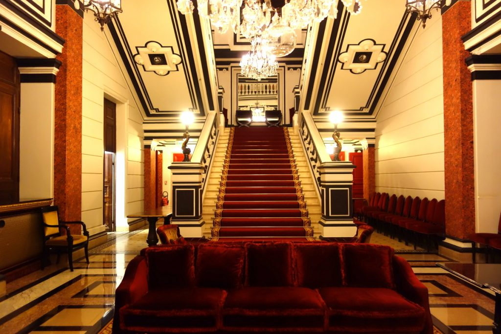 L'escalier du Relais & châteaux Saint James Paris