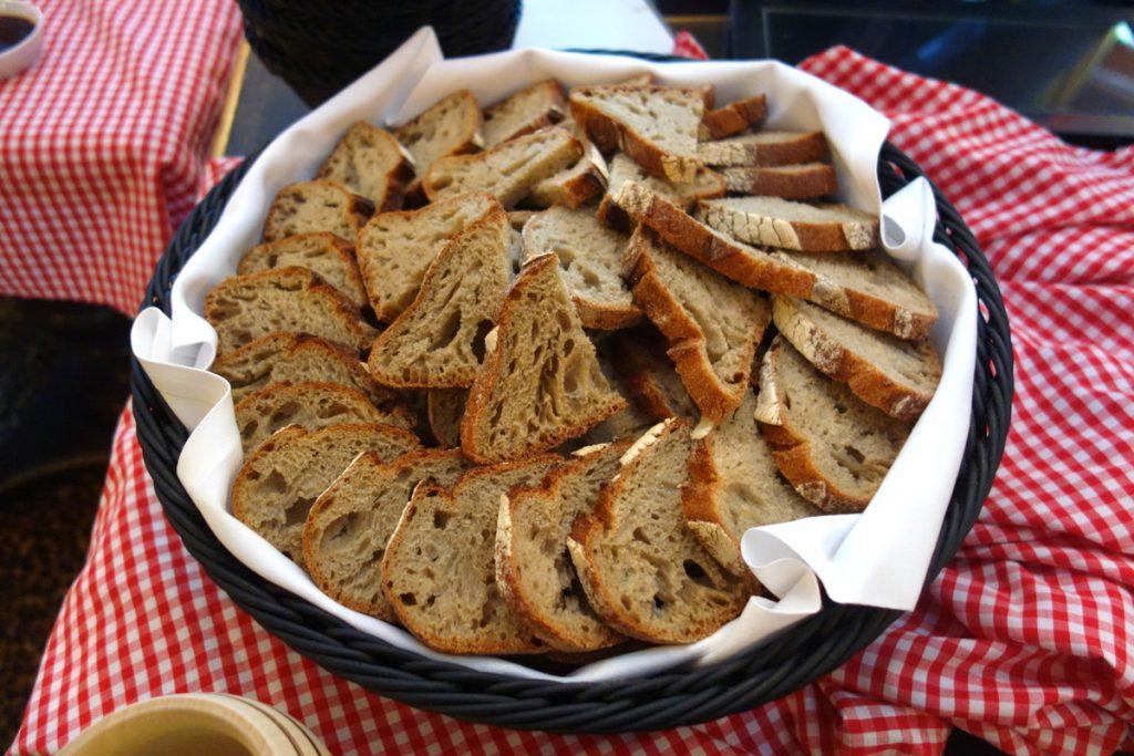 Guinguette chic au Relais & châteaux Saint James Paris : le pain