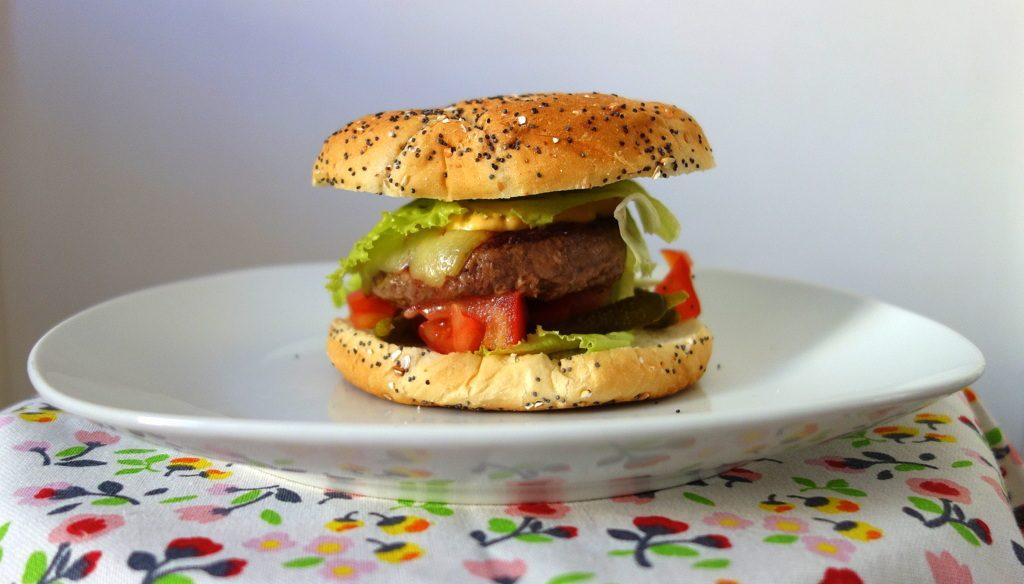 Le burger réalisé avec le pain Harry's de la Degustabox de juin 2016