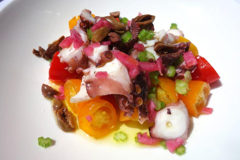 Salade de poulpe, tomates datterino de Sicile, huile d'olive et citron