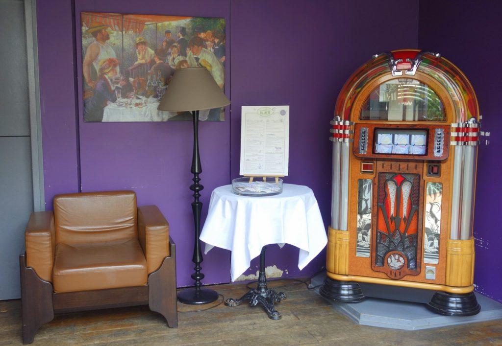 L'entrée du café La Jatte à Neuilly-sur-Seine