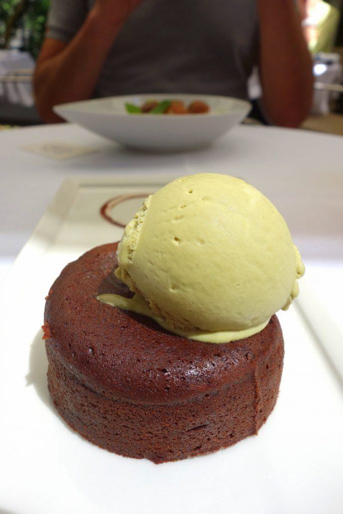Moelleux au chocolat, cœur fondant pistache Valrhona, crème glacée pistache