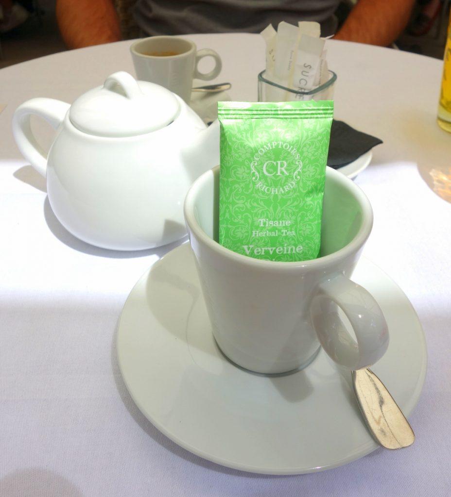 Verveine pour Madame, café pour Monsieur