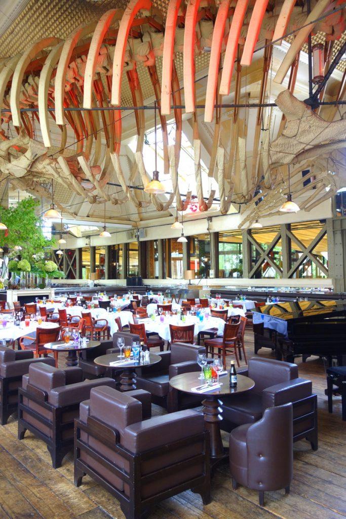 La grande salle du café La Jatte