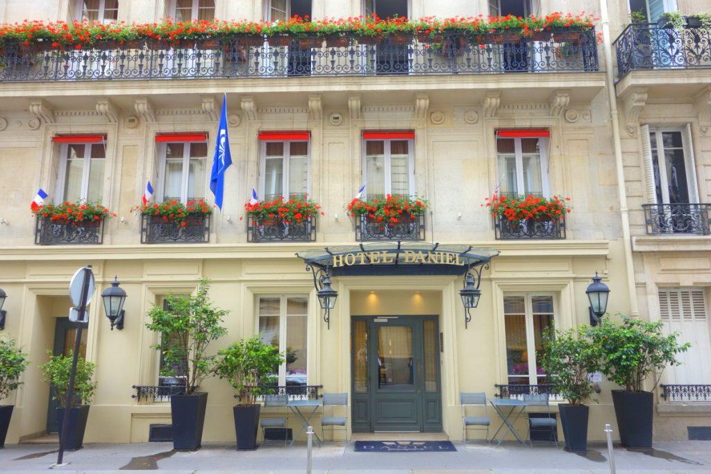 L'hôtel Daniel est installé dans un immeuble haussmannien.