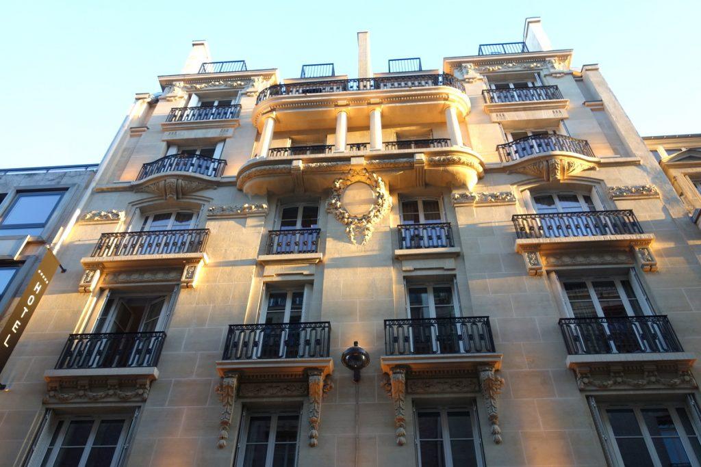 La façade de l'hôtel Vernet, un 5 étoiles parisien
