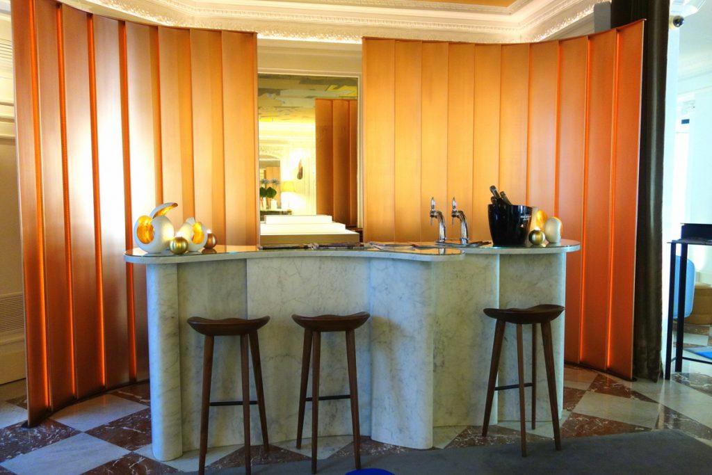 Le bar de l'hôtel Vernet, un 5 étoiles parisien