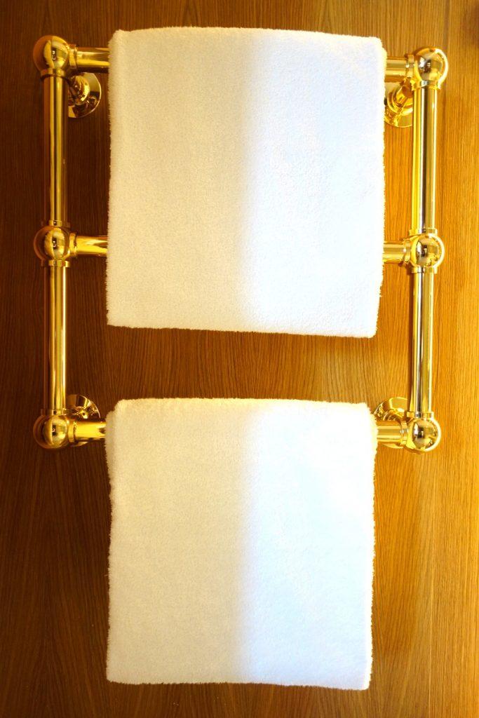 Le chauffe-serviettes de notre suite