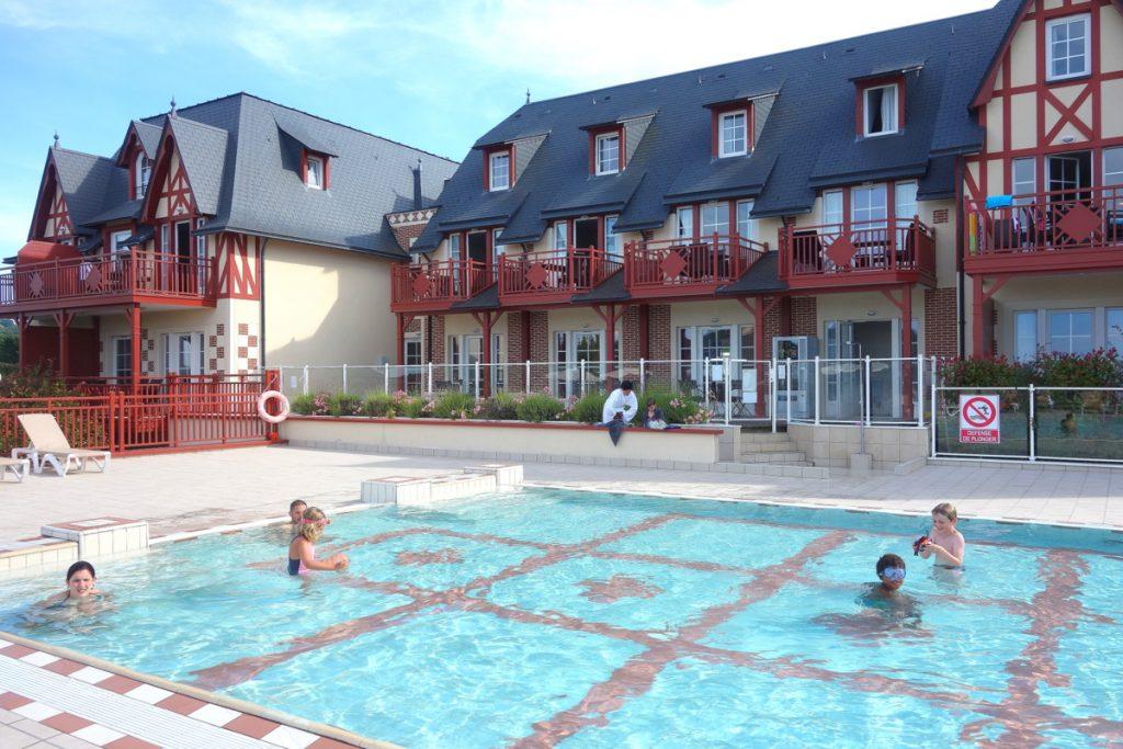 Repos près de la piscine de la résidence et spa