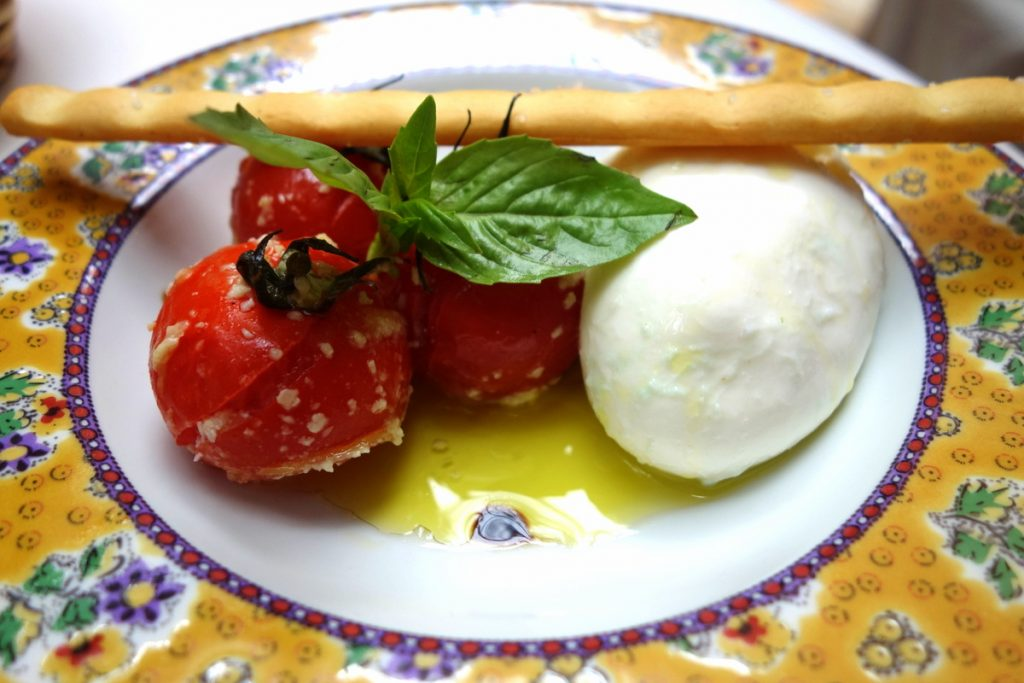 Le Sud : Burrata des Pouilles et tomates cerises confites maison