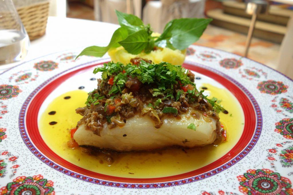 Le Sud : cabillaud rôti, sauce vierge, écrasé de pommes de terre