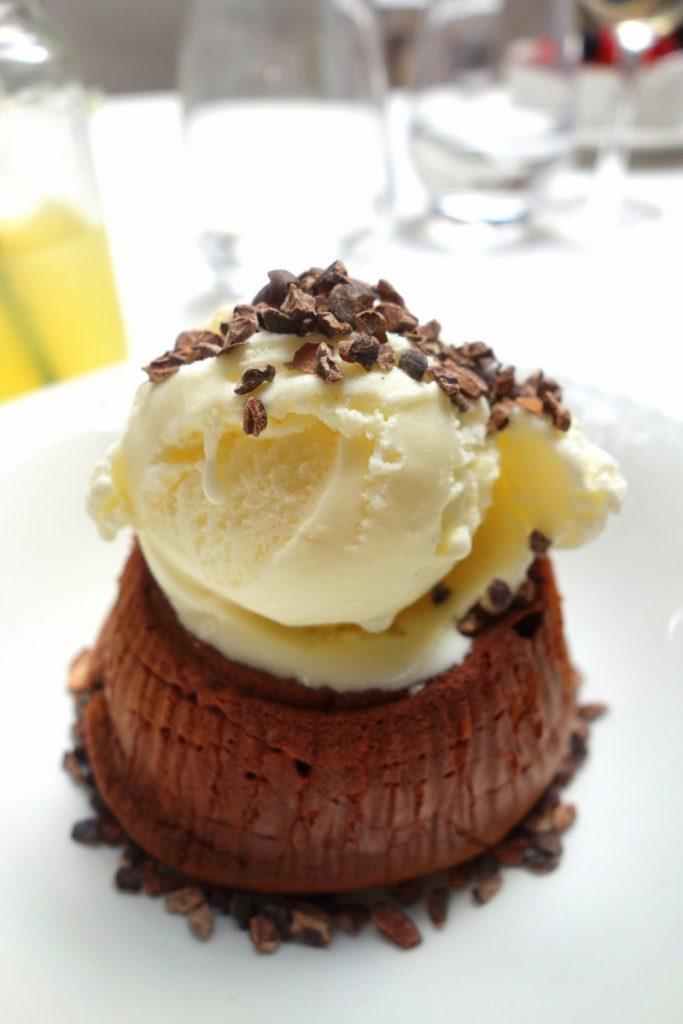Le Sud : fondant chocolat-mascarpone, amandes caramélisées