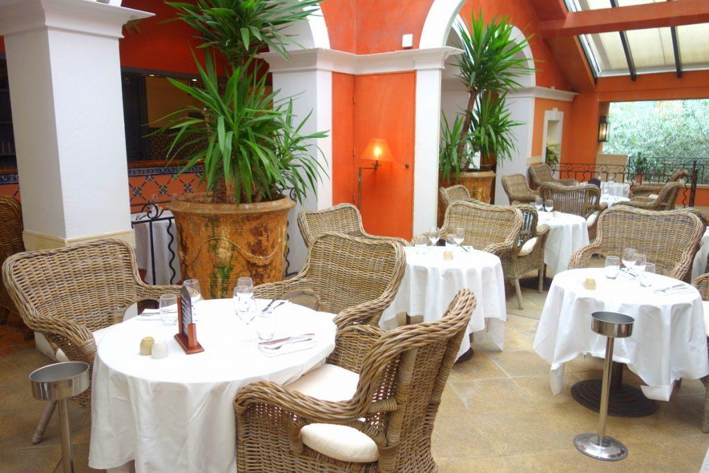 Le Sud : la salle de restaurant du haut, des airs de Provence à Paris