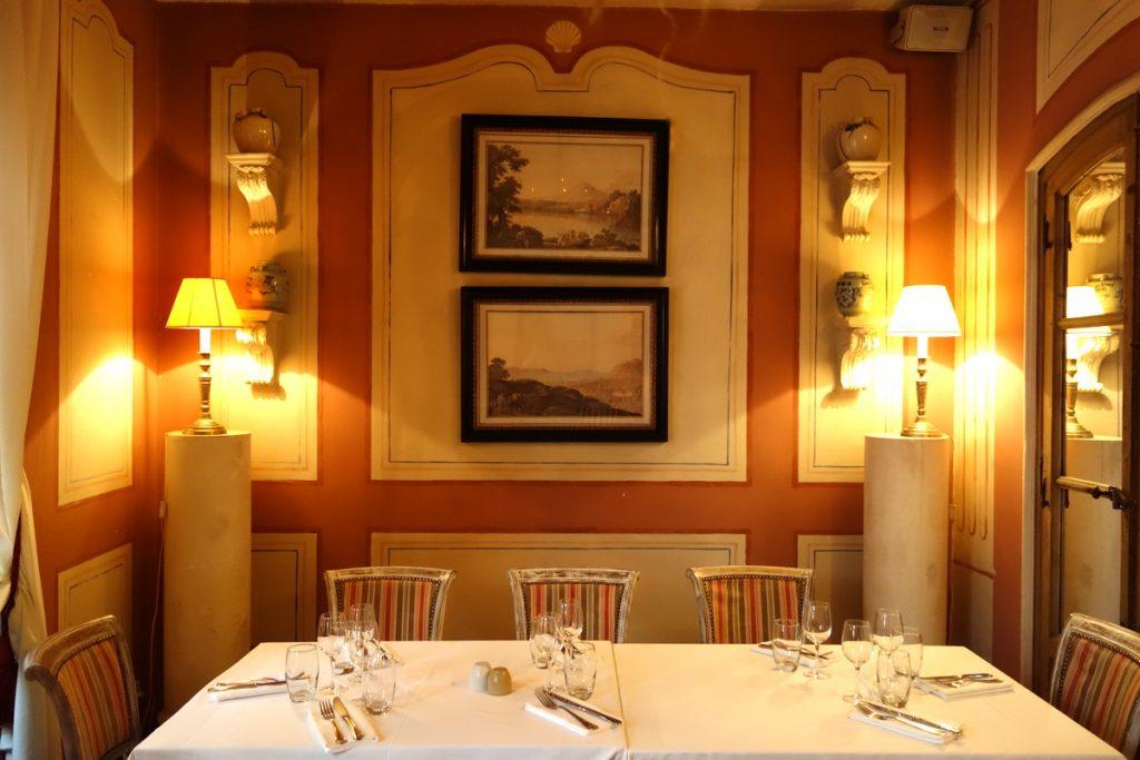 Le Sud : la table de l'adorable salle intimiste de l'étage