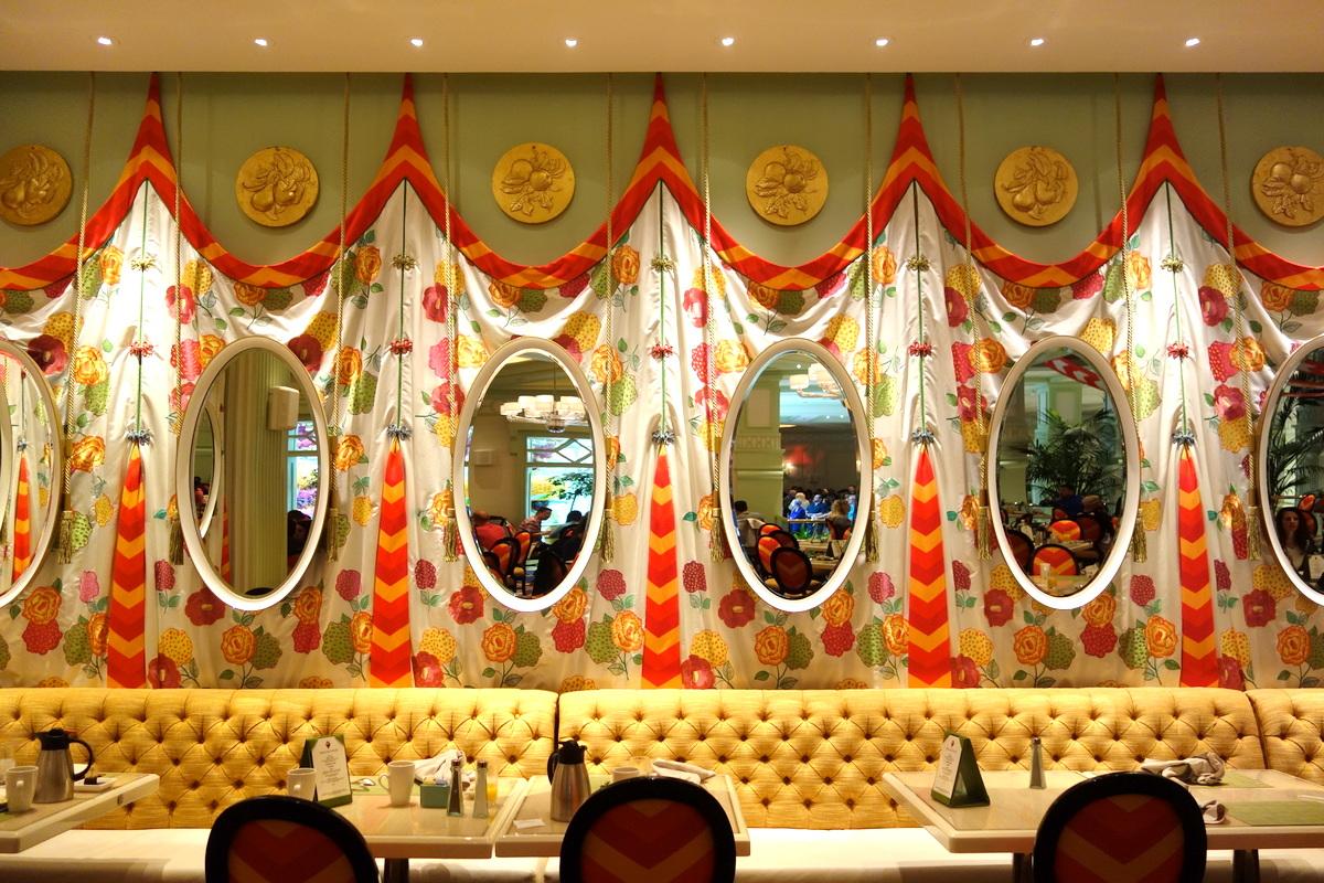 La salle intérieure du restaurant buffet du Wynn