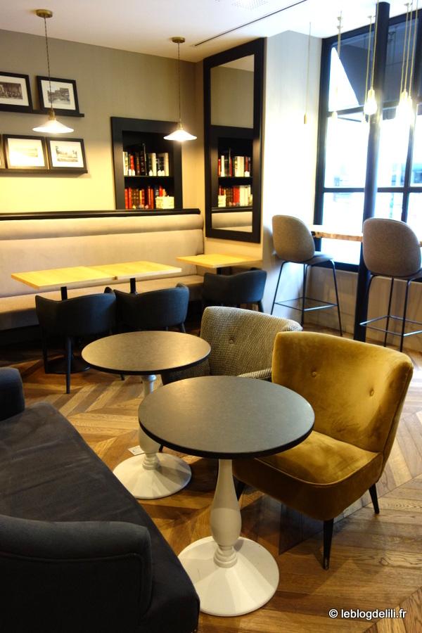 La salle de petit-déjeuner de l'hôtel de Nemours à Rennes