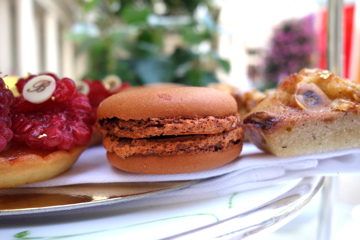 Les macarons au caramel au beurre salé proposés lors du tea time