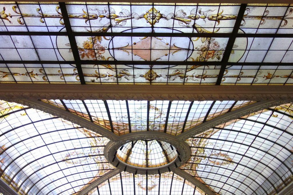 La verrière Eiffel du restaurant de l'hôtel Vernet