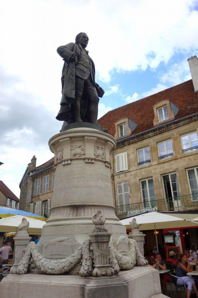 La statue de Diderot à Langres