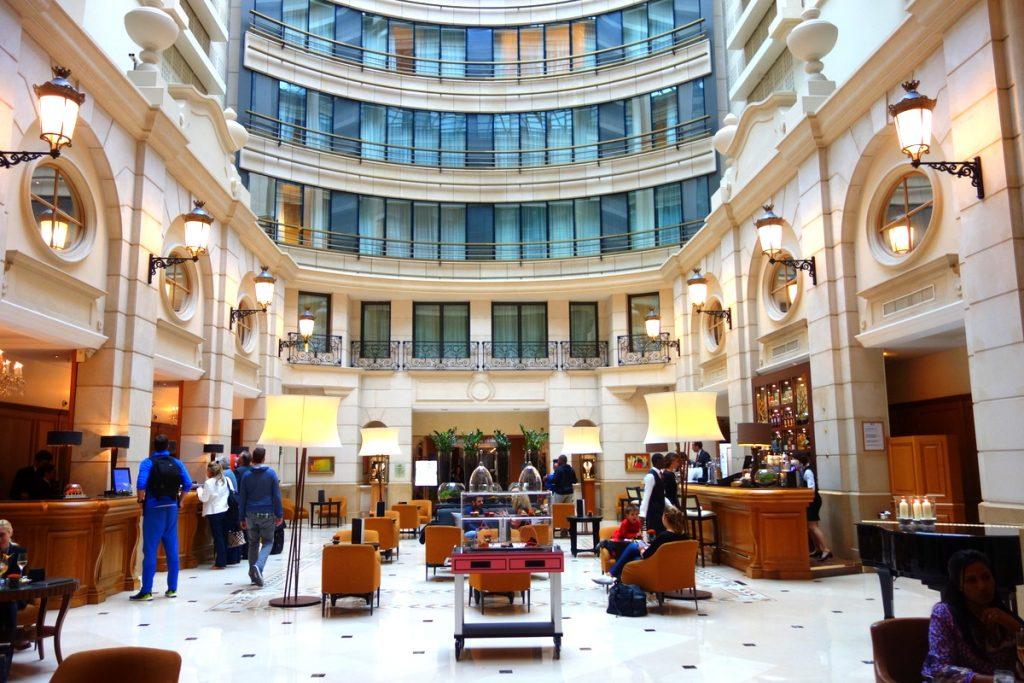Le lobby du Paris Marriott Champs Elysées Hotel
