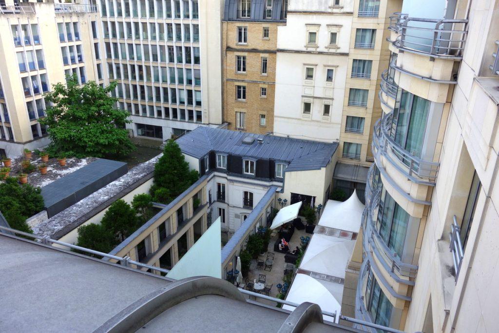 La vue des toits du Paris Marriott Champs Élysées Hotel