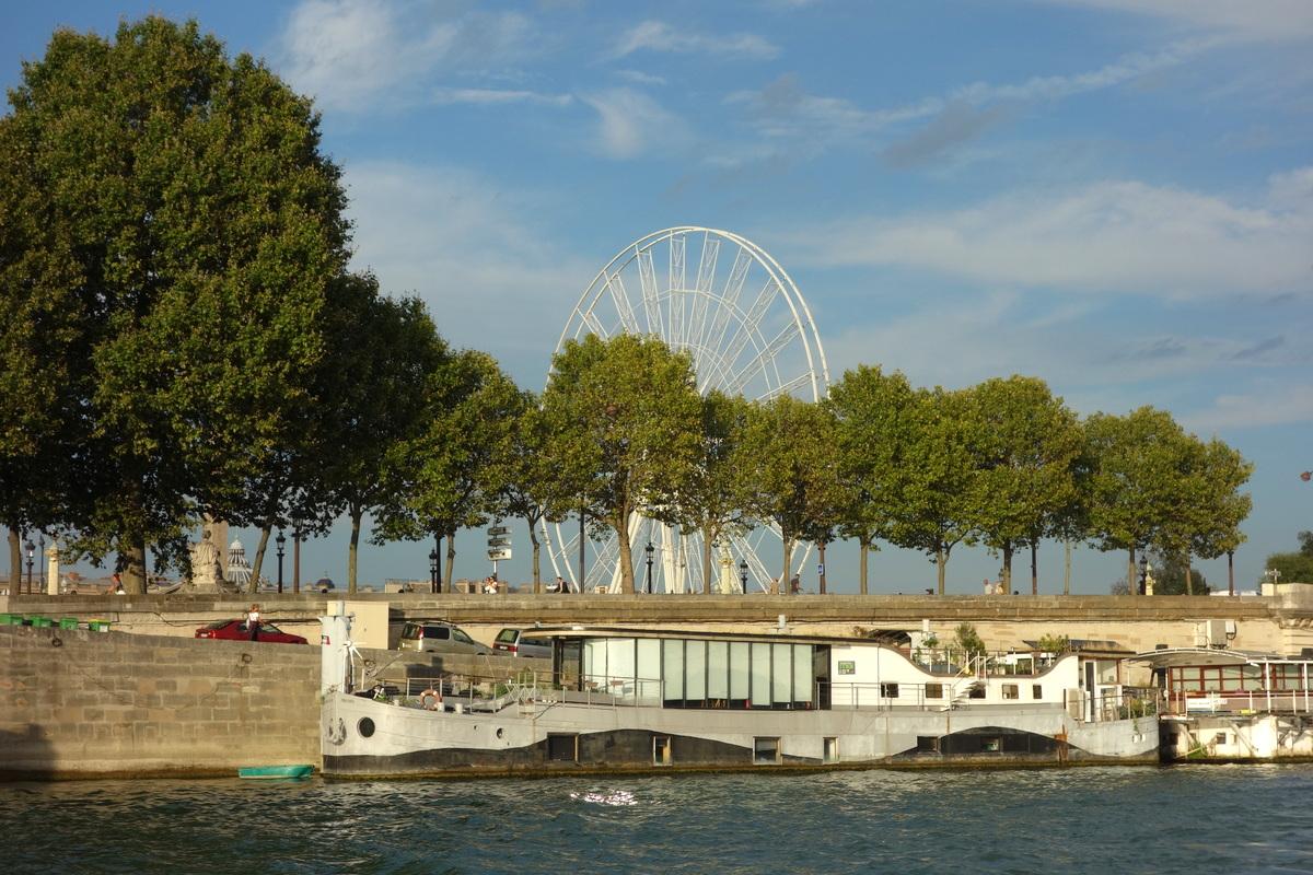 La grande roue de Paris vue de la Seine