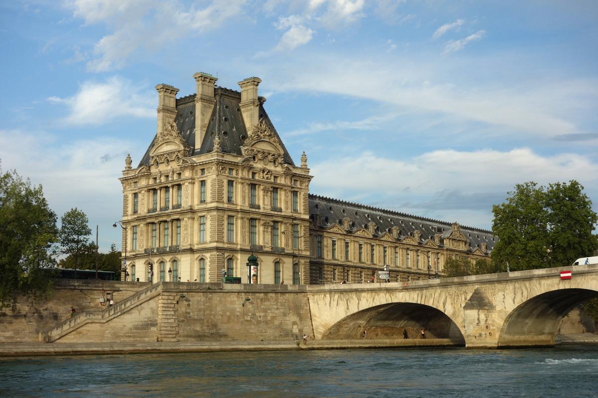 Le Louvre vu de la Seine