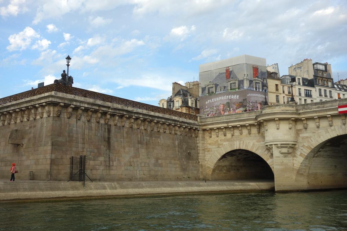 La place du Pont neuf vue de la Seine