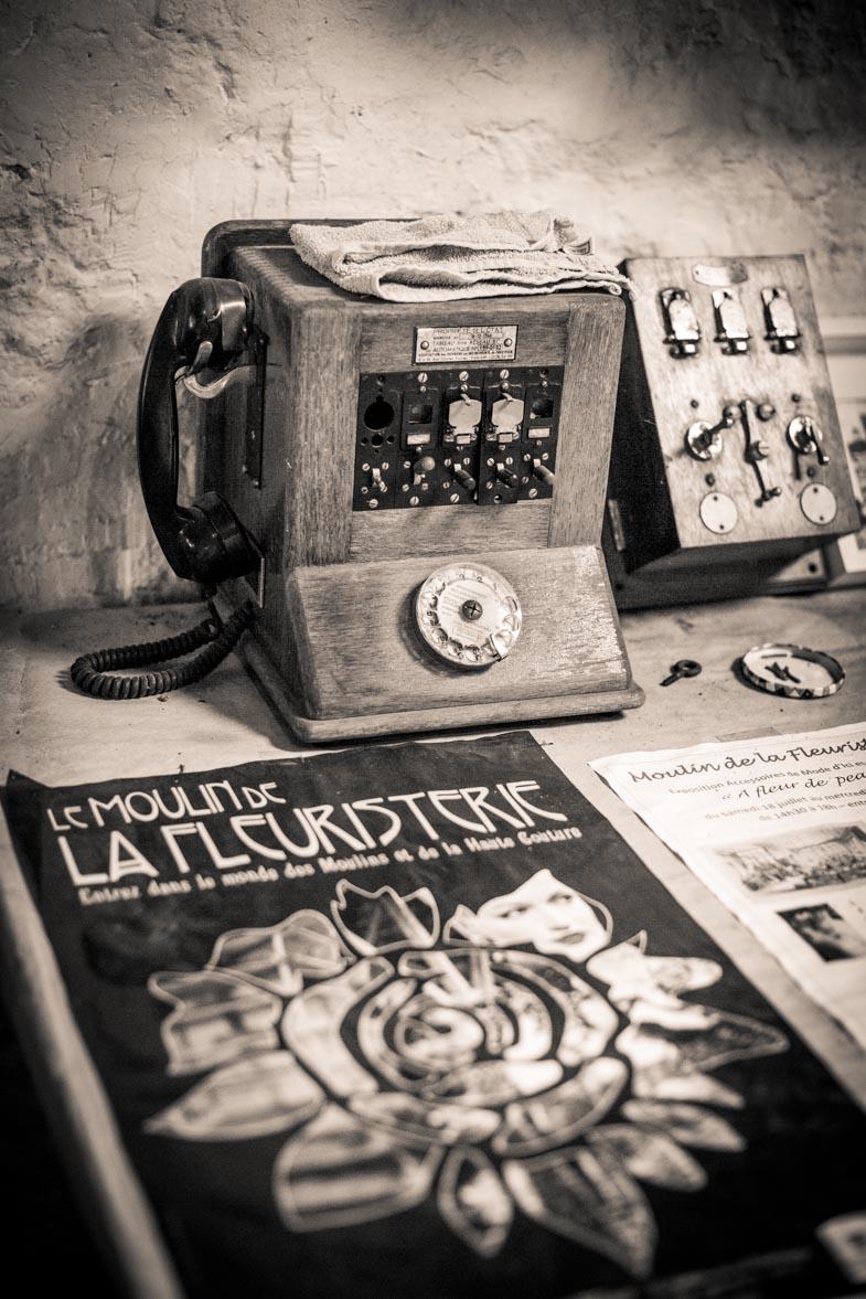 Le moulin de la fleuristerie : téléphone vintage - Photo Laurence J