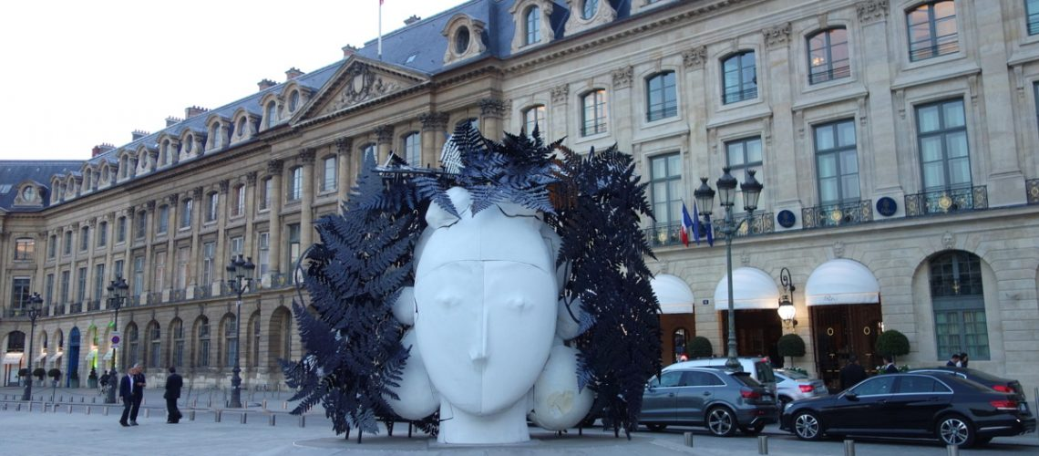 Sculpture de Manolo Valdés, place Vendôme