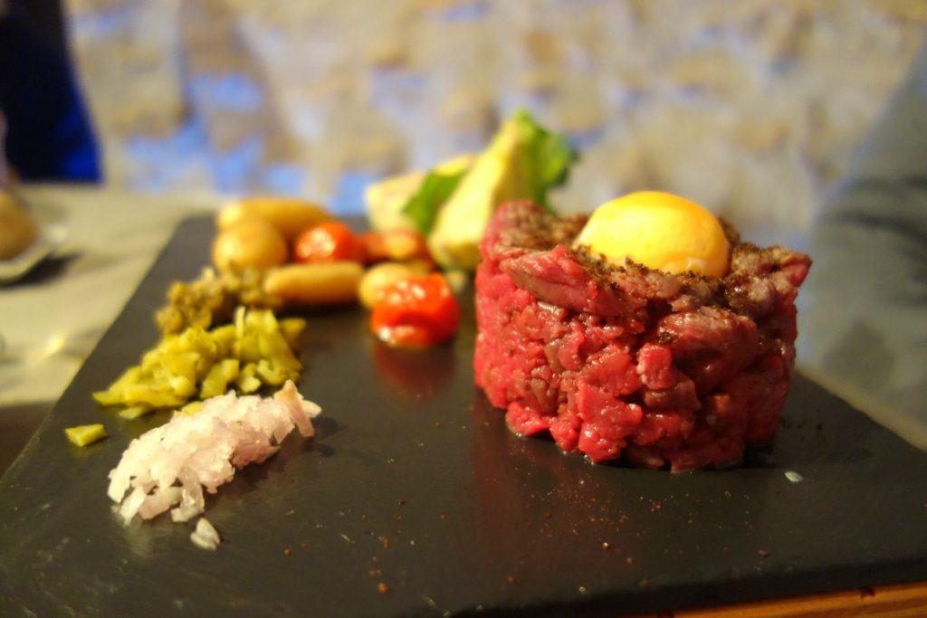 Restaurant le caveau des lys à Fontainebleau : le tartare de taureau