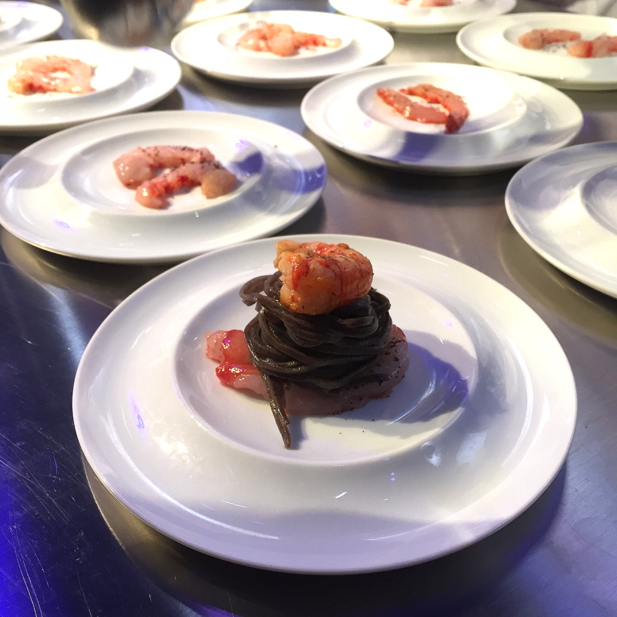Taglioni au café, gamberoni de Sicile et émulsion crustacée : le plat de Simone Zanoni pour la soirée de la gastronomie Lavazza