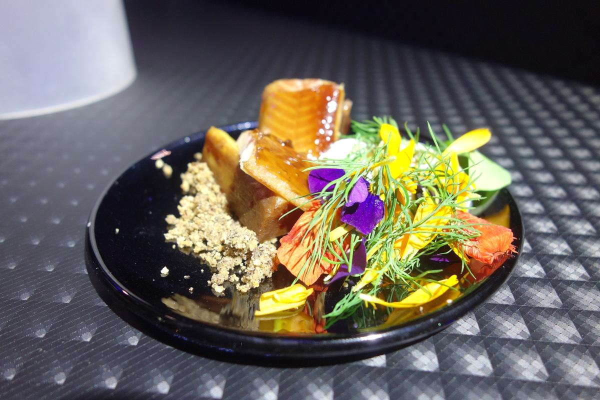 Anguille fumée, panais, feta au café et crumble : le plat de Beatriz Gonzalez pour la soirée de la gastronomie Lavazza